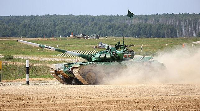 Белорусские военные вышли в финал «Танкового биатлона»