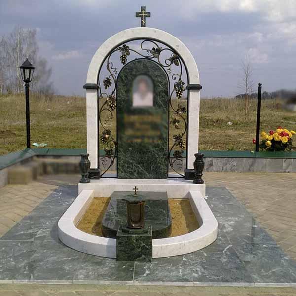 памятник на могилу с аркой