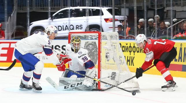 Швейцария одолела Норвегию, одержав четвертую победу подряд на ЧМ по хоккею, Великобритания уступила США