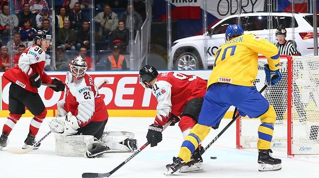 Швеция разгромила Австрию, Канада одолела Францию на чемпионате мира по хоккею в Словакии