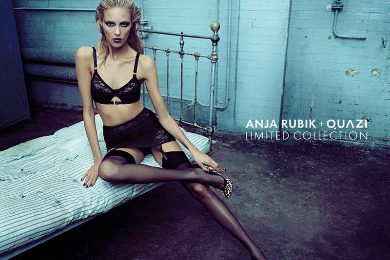 Аня Рубик в нижнем белье