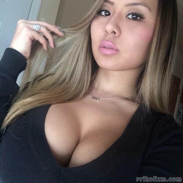 Девушки с очень большой грудью