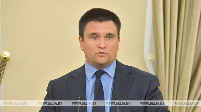 Глава МИД Украины подает в отставку