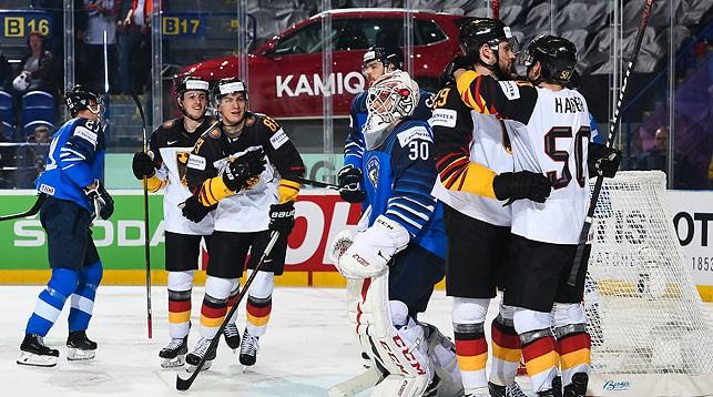 Хоккеисты Германии победили Финляндию, Чехия обыграла Швейцарию на ЧМ в Словакии