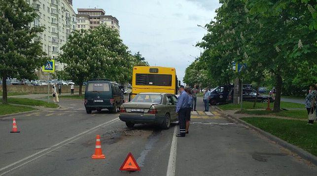 В Минске пьяный водитель врезался в четыре машины и автобус