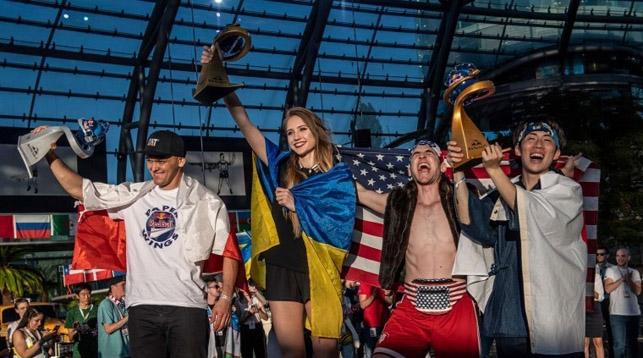 В Австрии прошел чемпионат мира по бумажным самолетикам