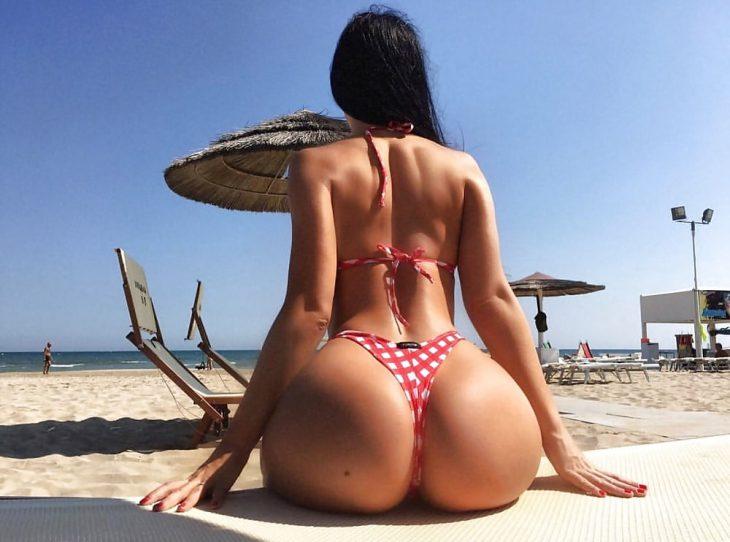 просто огромная попка на пляже в Египте