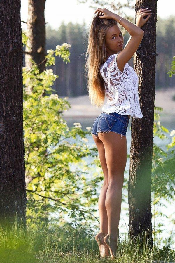 Девушки в шортах: 50 фото красоток в коротеньких шортиках