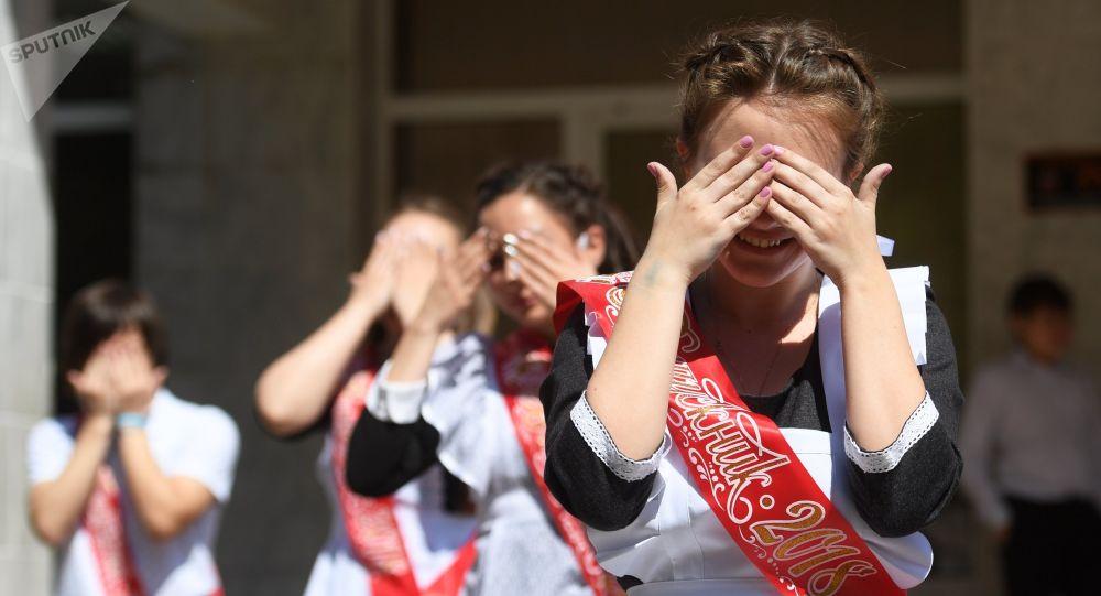 Белорусские выпускники начали продавать свои медали