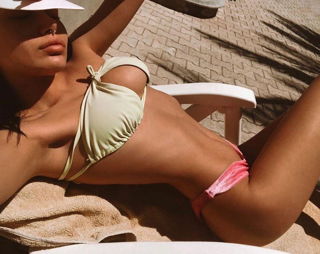 Итальянская модель придумала новый способ носить купальник - upsidedownbikini