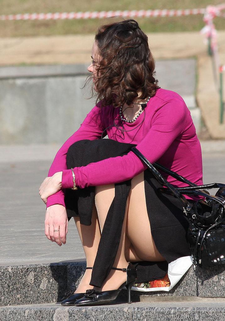 Засветы девушек и женщин: фото случайных засветов трусов