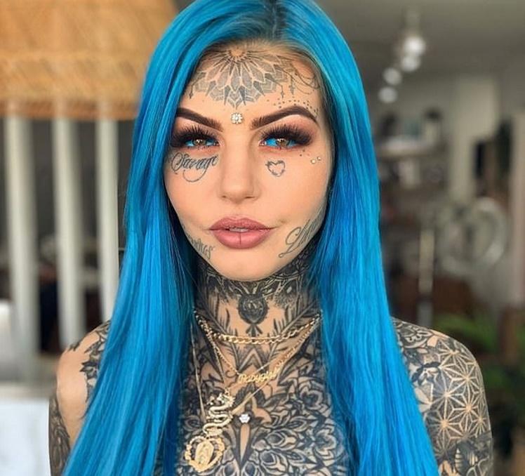 Девушка потратила 26 тысяч долларов, чтобы стать девушкой-драконом