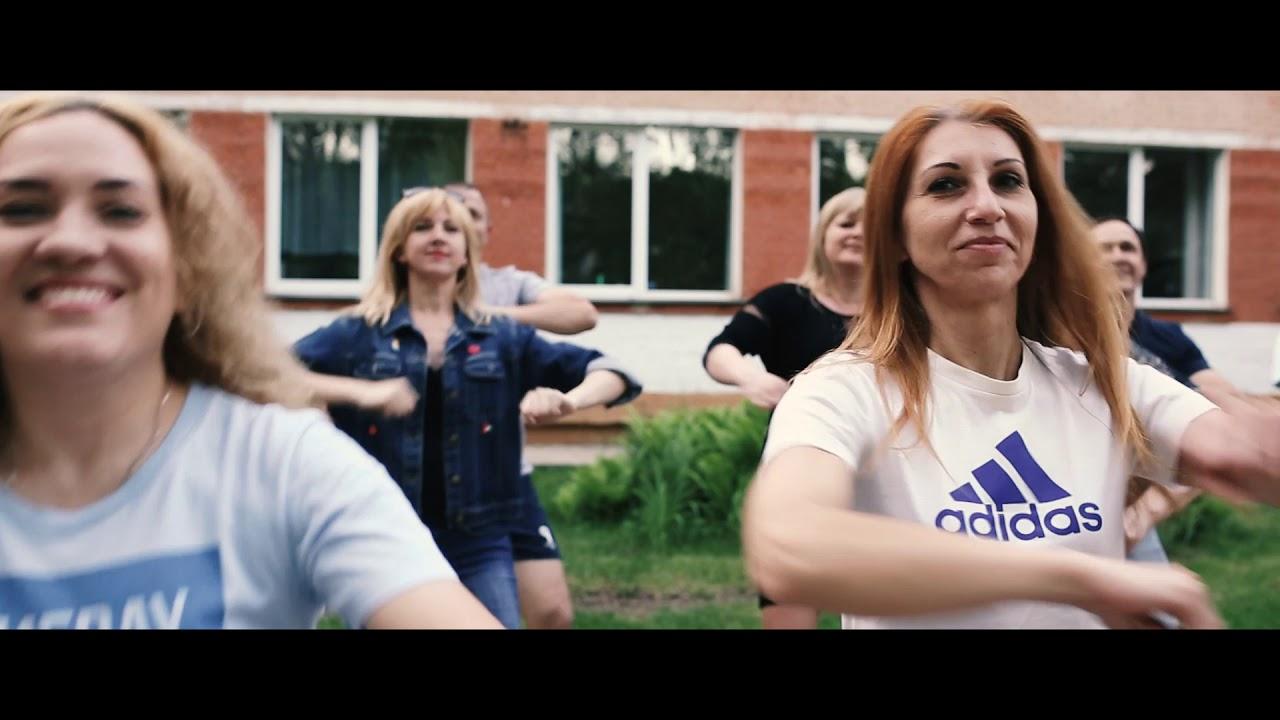 Выпускникам могилевской СШ №27 родители сняли клип под песни