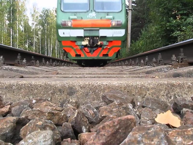 под колесами поездов
