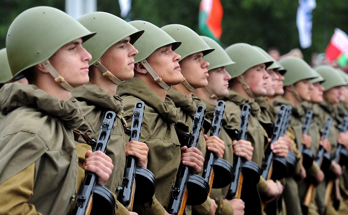 Лукашенко предложил уклонистам от армии выбирать между НАТО и Россией