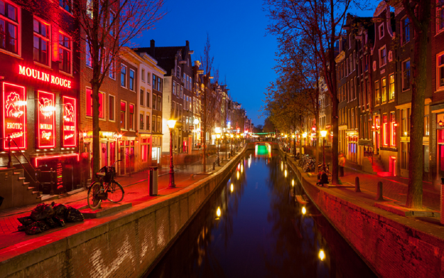 мэр Амстердама меняет мир: закрывает Квартал красных фонарей