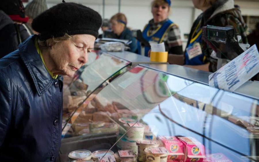 Сколько белорусов получает пенсию