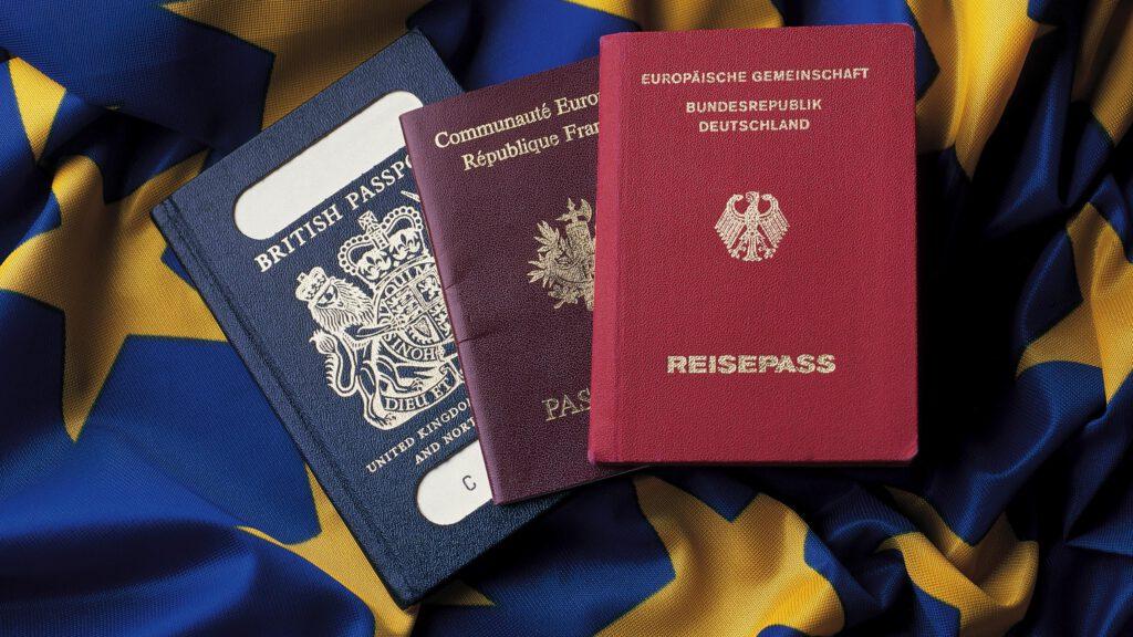 Как белорусам за деньги предлагают европейские паспорта, и законно ли это