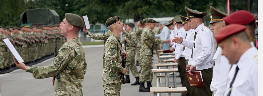 Поступившим в этом году в университет придется сначала отслужить в армии?