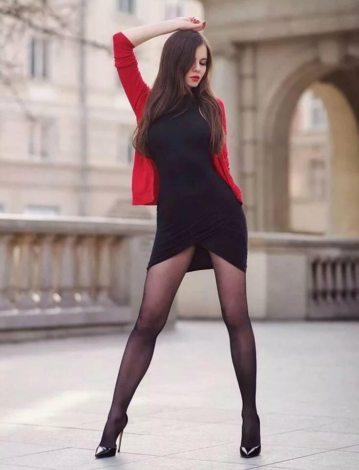 девушки в чулках и легких платьях - 5