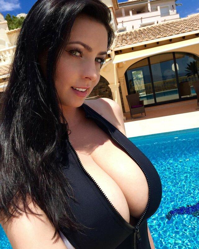 Женщины с большой грудью: фото грудастых красоток