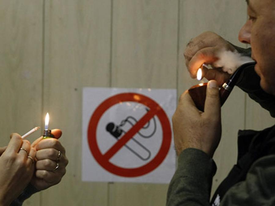 Сегодня они запрещают курить, а завтра отключат лифты и заставят бегать по лестницам