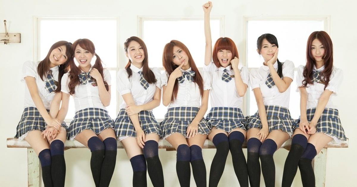 школьницы носят ультракороткие юбки