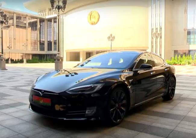 Лукашенко на Tesla