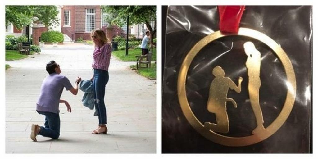 Свекровь подарила молодоженам медаль, изображающую момент предложения