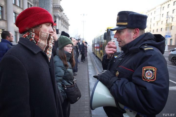 Участников акции против интеграции с Россией начали вызывать в милицию