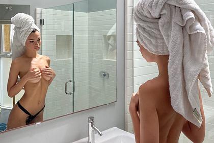 Эмили Ратаковски попозировала топлес