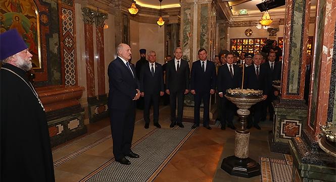 Лукашенко: Если мы и дальше будем идти этим путем, то через месяц забудем про коронавирус