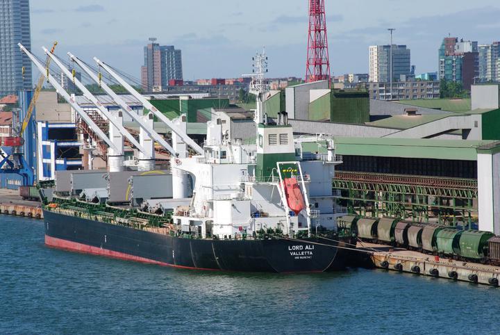 Первый танкер с американской нефтью для Беларуси прибыл в порт