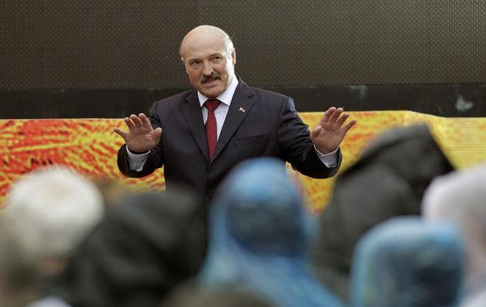 Лукашенко заявил, что государство не допустит обвала национальной валюты