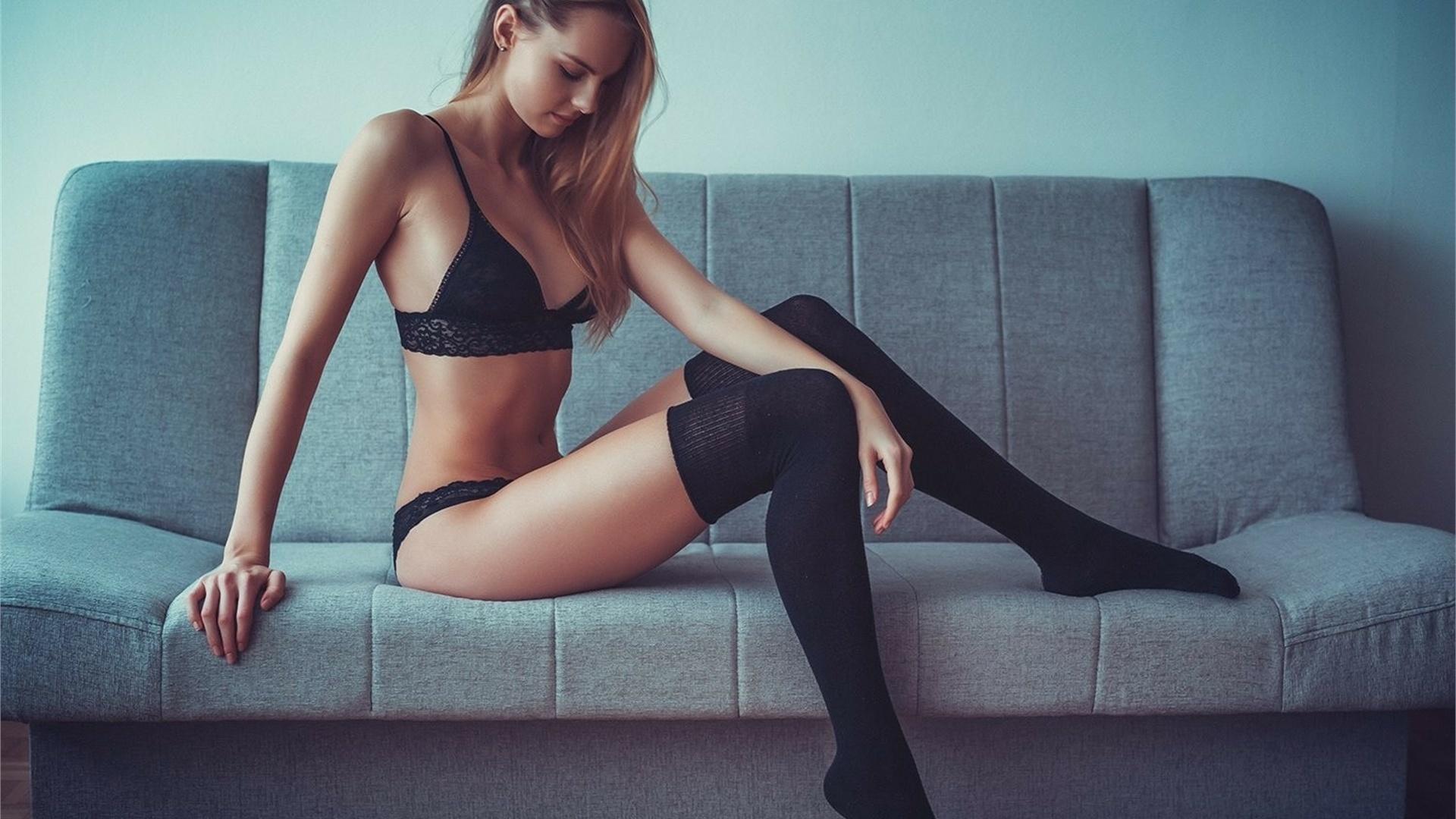 Длинноногие красотки в чулках и сексуальном нижнем белье (150 фото)