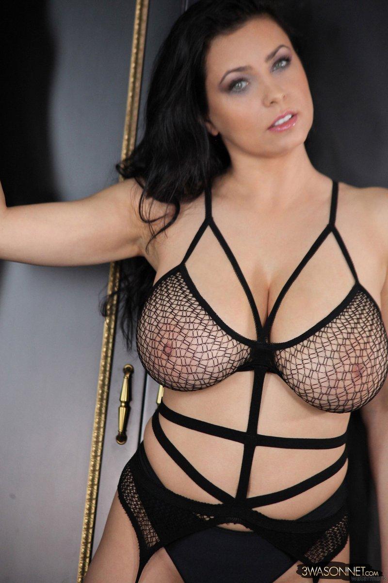 Большая грудь красоток - 50 фото