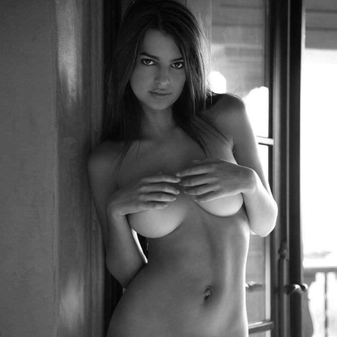Эмили Ратаковски - девушка дня (фото в белье и без него)
