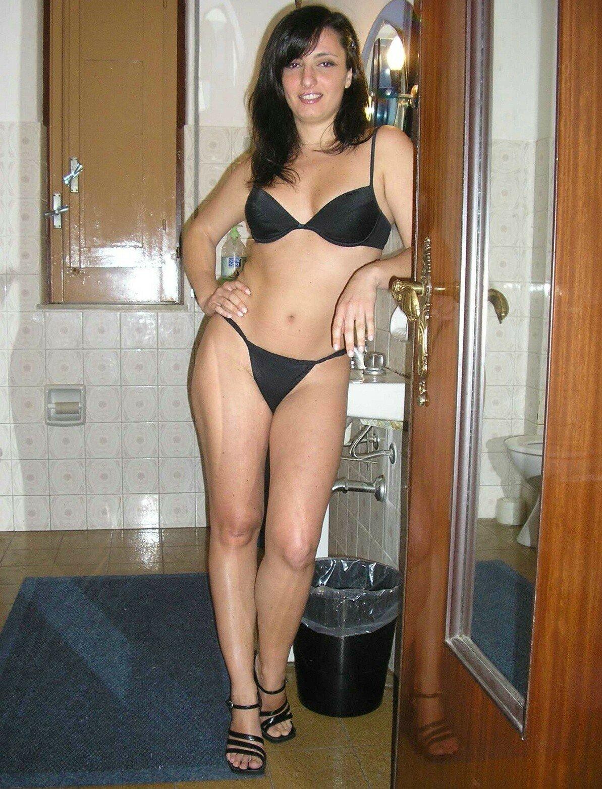 Домашние фото красивых русских девушек со стройными фигурами в нижнем белье и без него