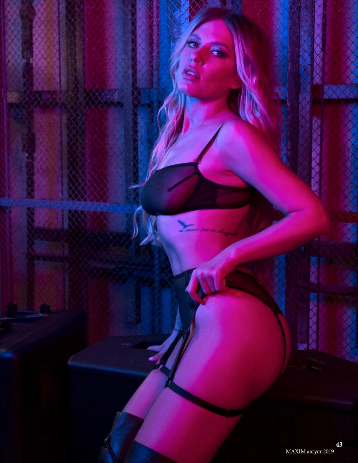 Рита Дакота показала свои голые снимки и фото в нижнем белье