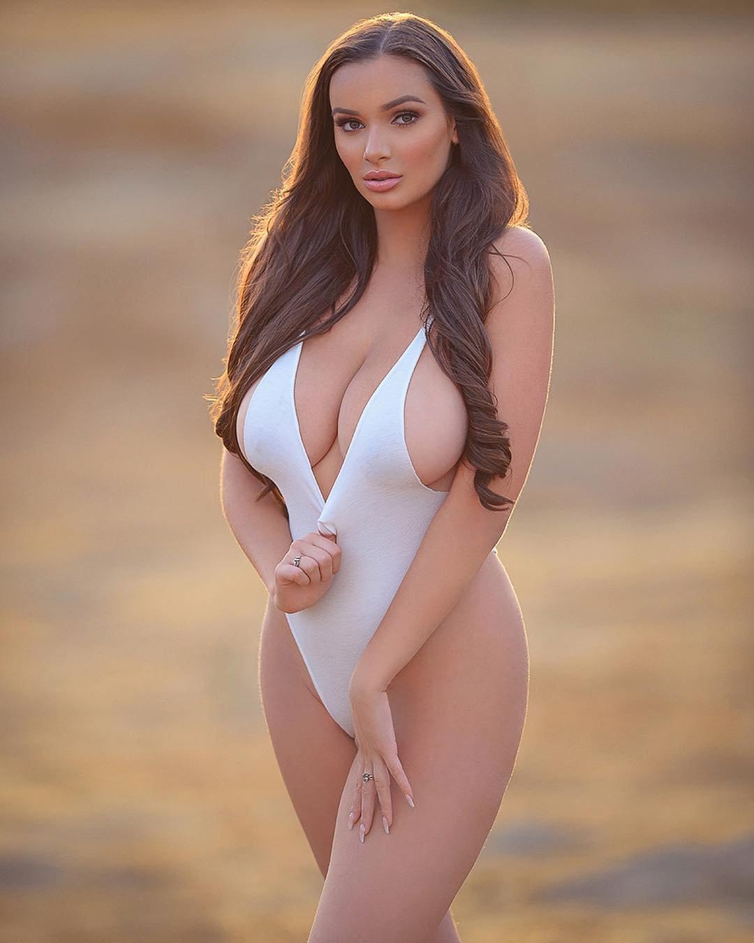 Модели с большой грудью