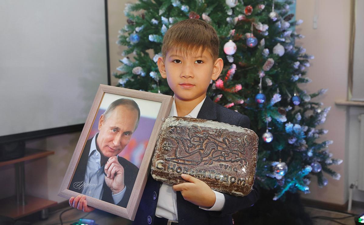 Попросивший акции «Газпрома» мальчик получил в подарок от Кремля пряник