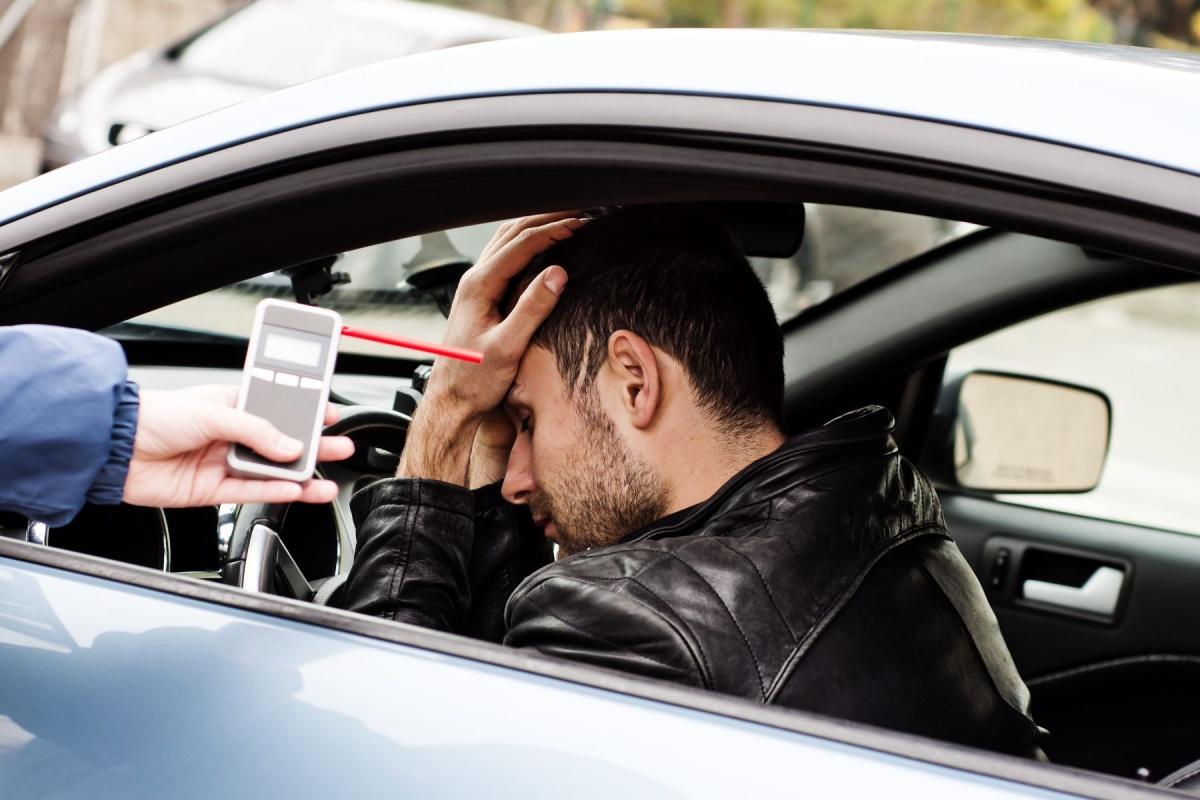 Через сколько часов после 250 мл крепкого алкоголя можно с уверенностью сесть за руль, не боясь лишения прав?