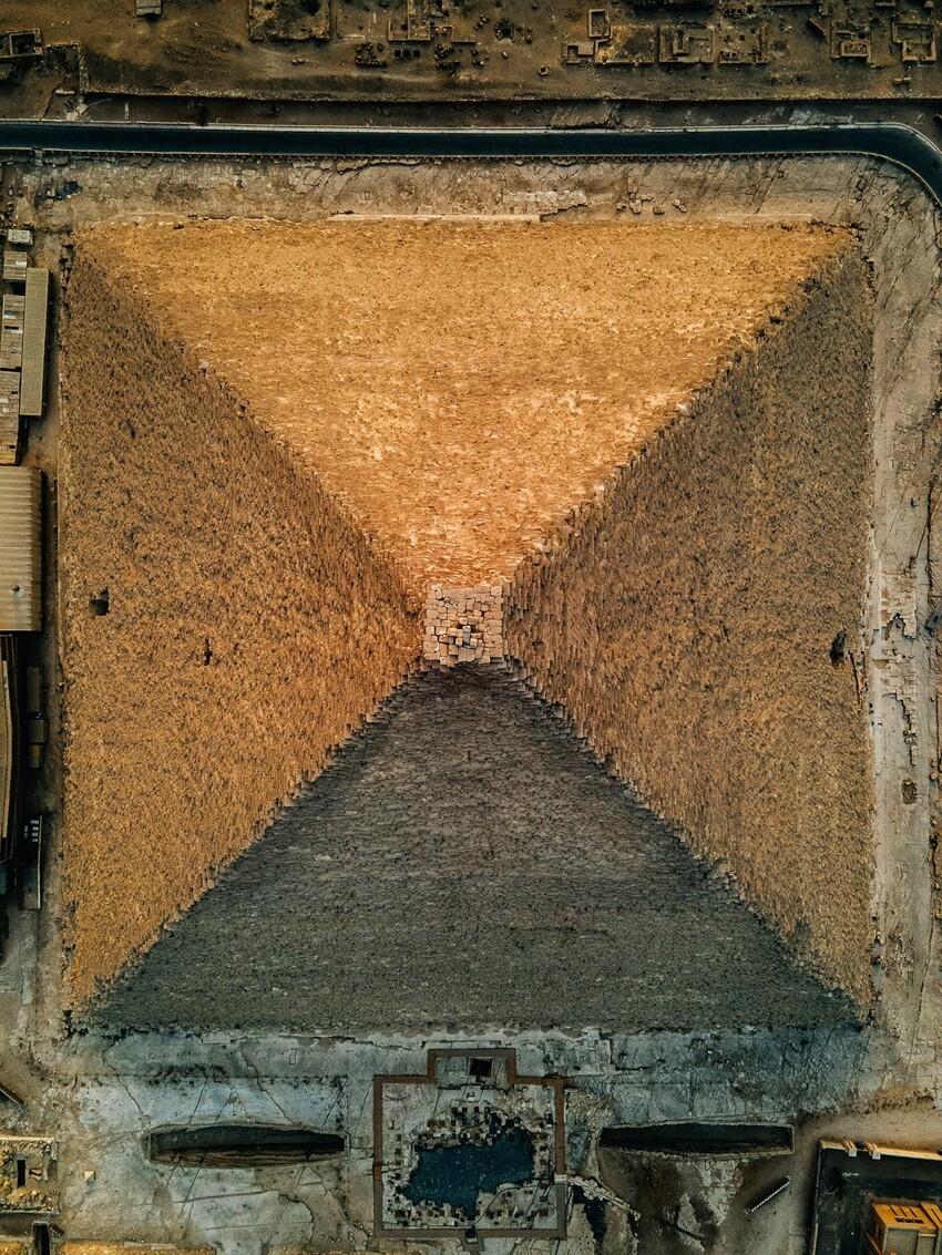 Что, на самом деле, сейчас на вершине пирамиды Хеопса, крупным планом (6 фото)