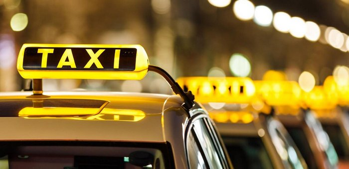 услугами такси
