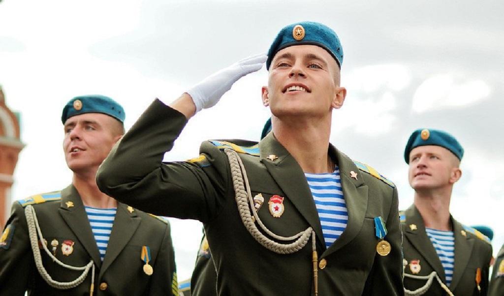 Откуда пошел обычай отдавать воинское приветствие